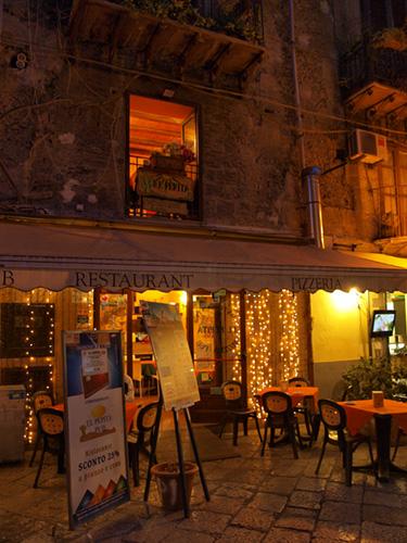 Trattoria El Pepita at night