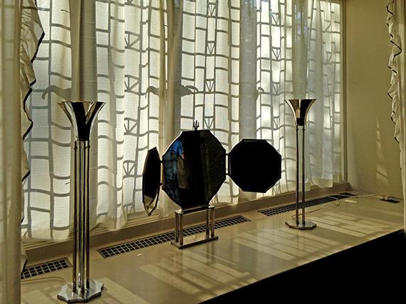 Objects in bedroom of Saarinen House